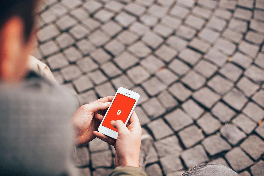 手持iphone场景psd模板,免费下载