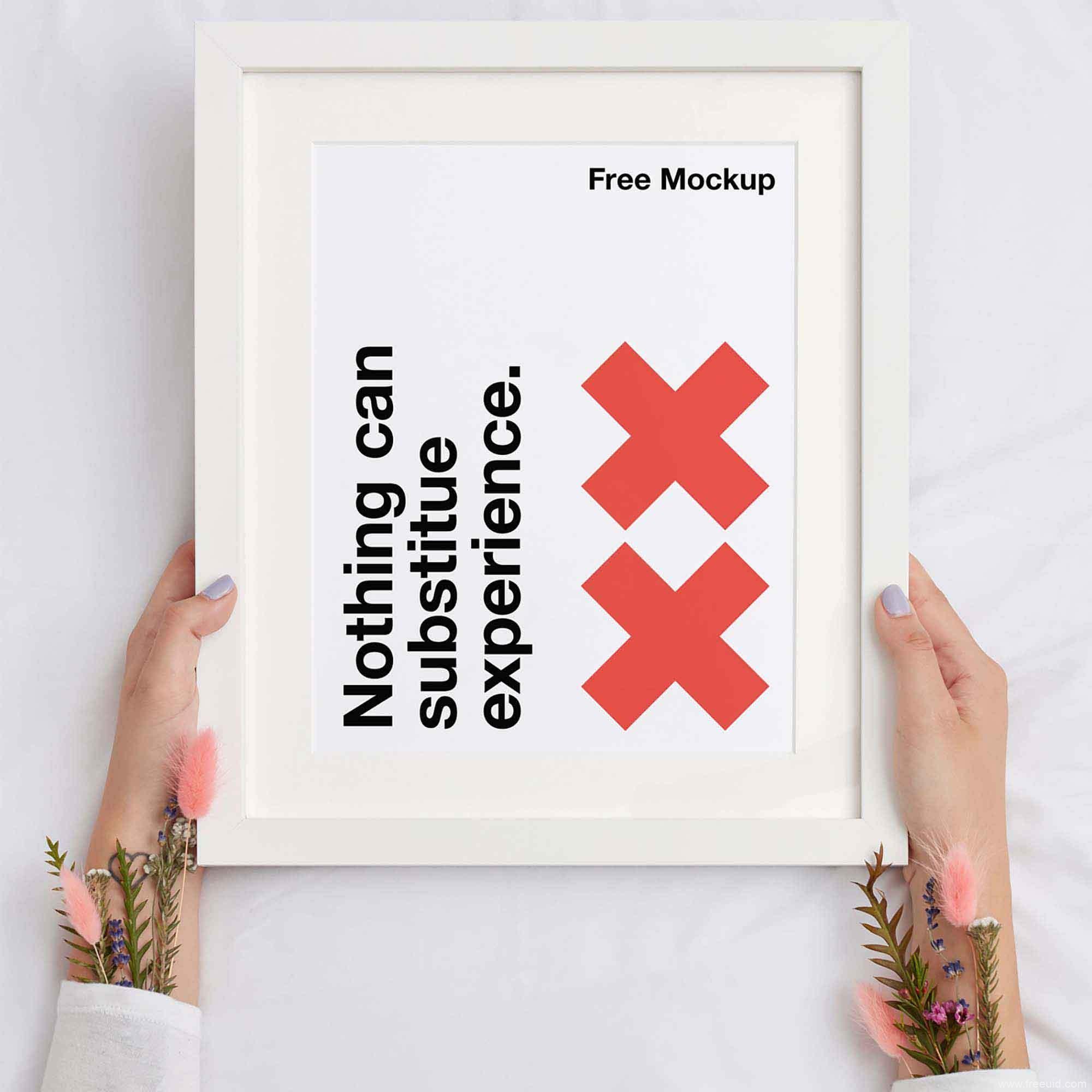 免费白色手持边框海报展示样机模板